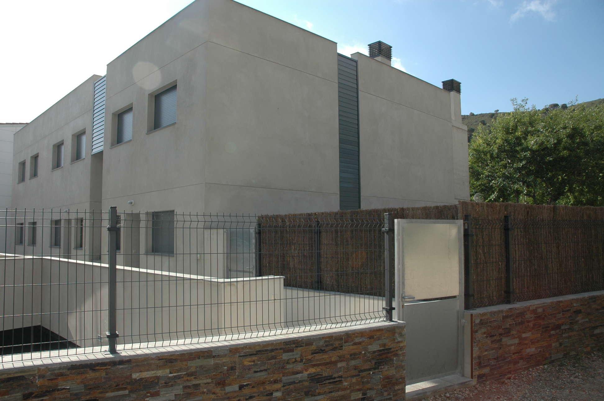 Alquiler tur stico apartamento con piscina y barbacoa for Pisos alquiler alt emporda