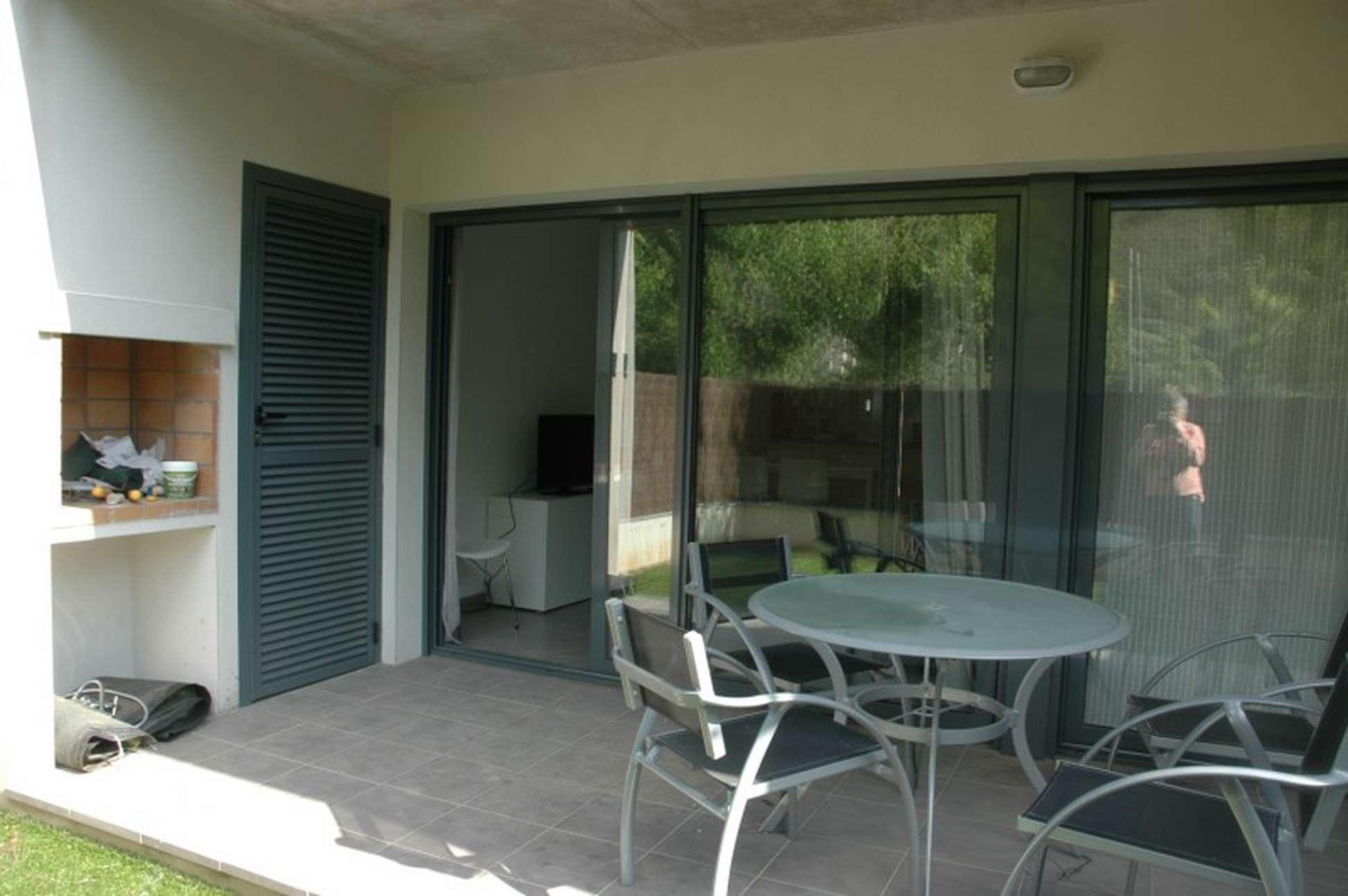 Alquiler tur stico planta baja con jard n terraza for Barbacoa y piscina madrid