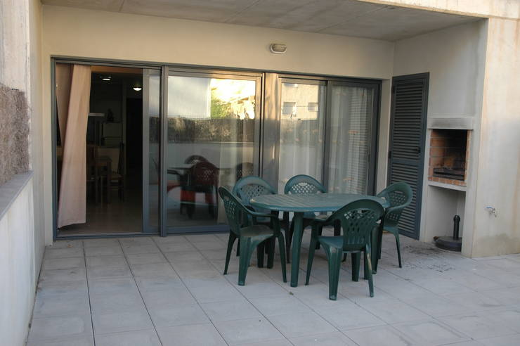 Ground floor with terrace, pool, garden end barbecue near the beach