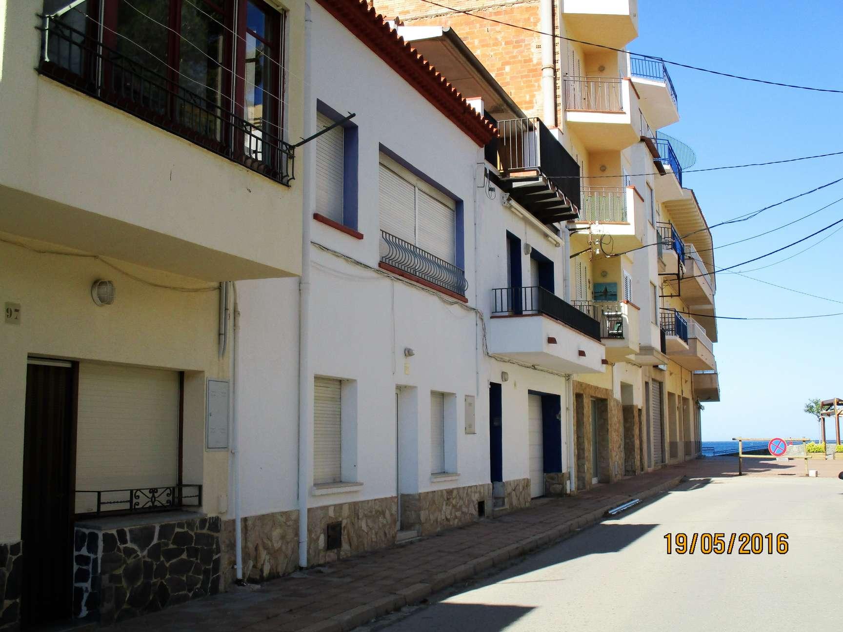 Alquiler tur stico apartamento peque o en planta baja for Pisos alquiler alt emporda