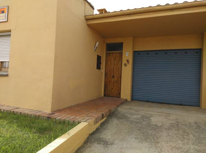 House in Castelló d'Empuries, with garage and yard